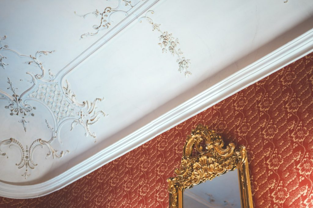 moulding traditiona house